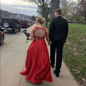 Dresses & Skirts - Beautiful red and sequins prom dress